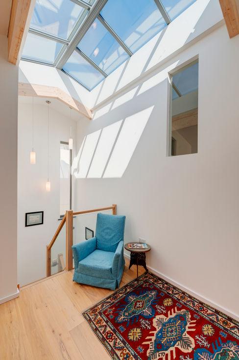 Rockside, Polzeath, Cornwall Trewin Design Architects Moderner Flur, Diele & Treppenhaus