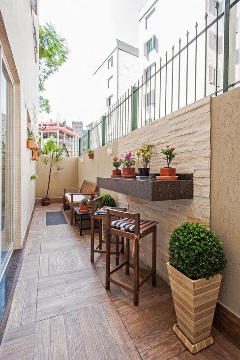 Patrícia Azoni Arquitetura + Arte & Design Balkon, Beranda & Teras Tropis