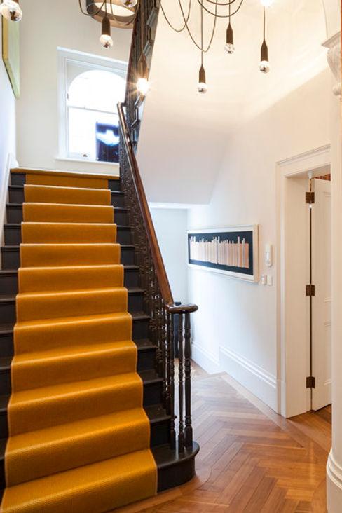 Hallway stairs Studio 29 Architects ltd Ingresso, Corridoio & Scale in stile moderno Giallo