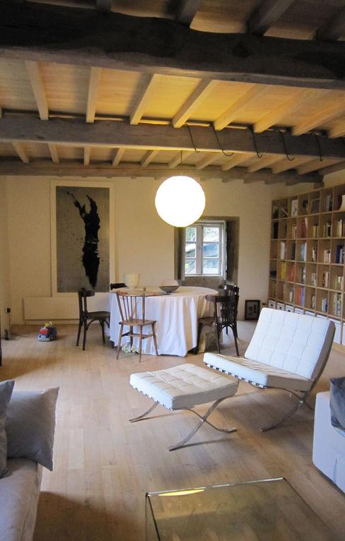 Rehabilitación de vivienda rural tradicional en Negreira - Brión Ezcurra e Ouzande arquitectura Salones de estilo rural