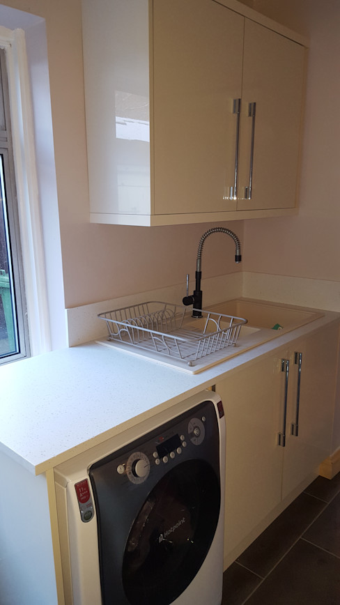 Blue & Cream Gloss Kitchen, Aberdare, South Wales Hitchings & Thomas Ltd Moderne Küchen Blau