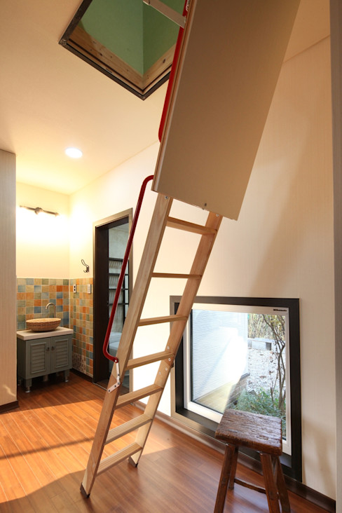 윤성하우징 Modern Corridor, Hallway and Staircase