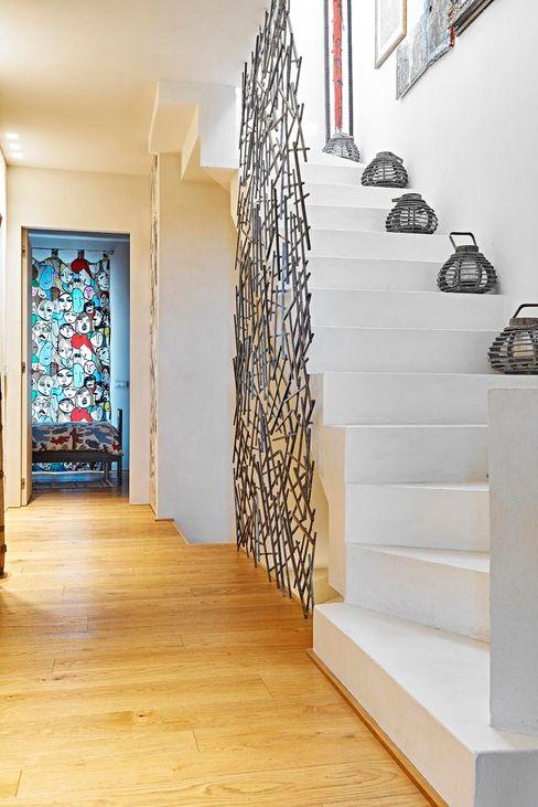 Opera s.r.l. Pasillos, vestíbulos y escaleras de estilo minimalista