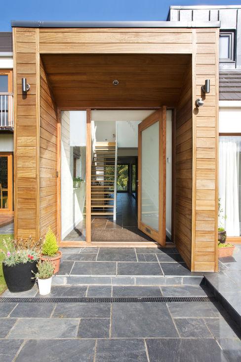 House Refurbishment Urban Creatures : Architects Portas e janelas modernas