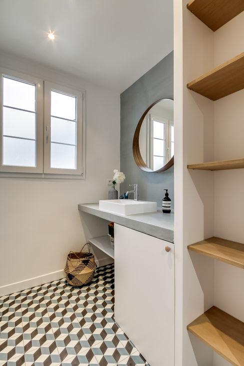 Transition Interior Design Modern style bathrooms Wood Blue
