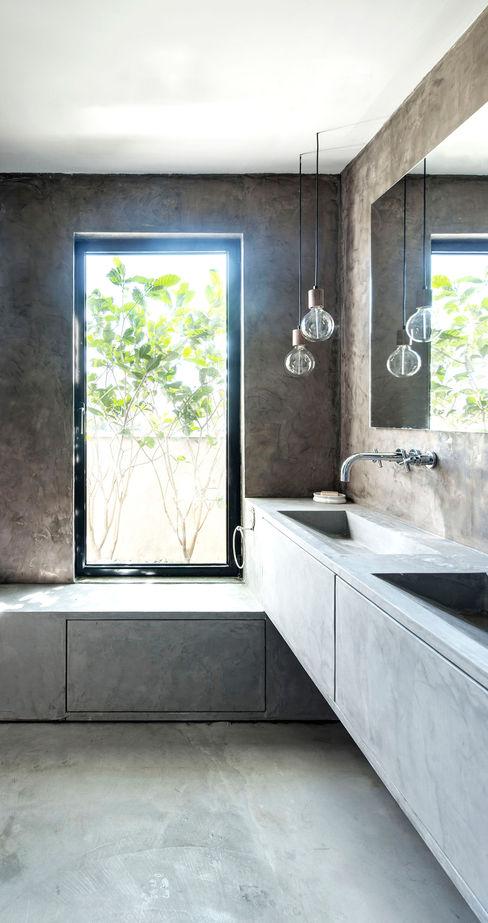 Duplex Penthouse in Tel Aviv toledano + architects Salle de bain minimaliste Béton