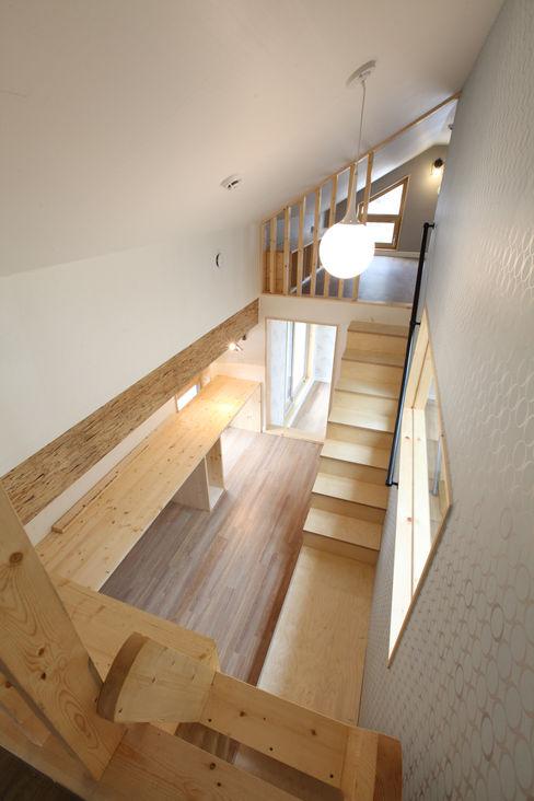 다락에서 내려다본 모습 주택설계전문 디자인그룹 홈스타일토토 모던스타일 서재 / 사무실