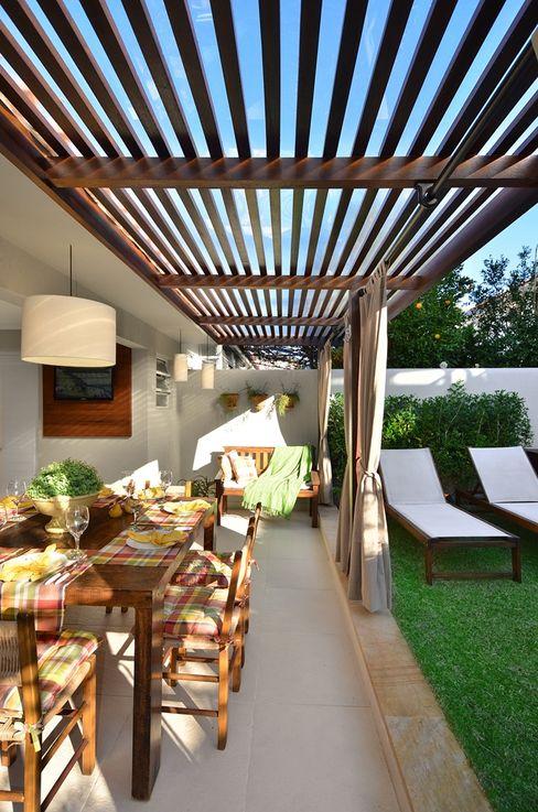 Stefani Arquitetura Varandas, marquises e terraços rústicos Pedra Bege