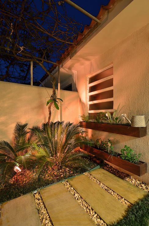 Área de Lazer na cidade Stefani Arquitetura JardimPotes vasos Madeira Efeito de madeira