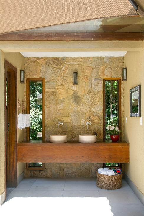 CAMILA FERREIRA ARQUITETURA E INTERIORES Ванная комната в стиле кантри