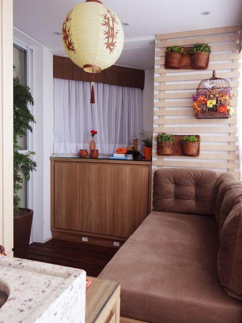 Ponta Cabeça - Arquitetura Criativa Balcones y terrazas asiáticos Tablero DM Marrón