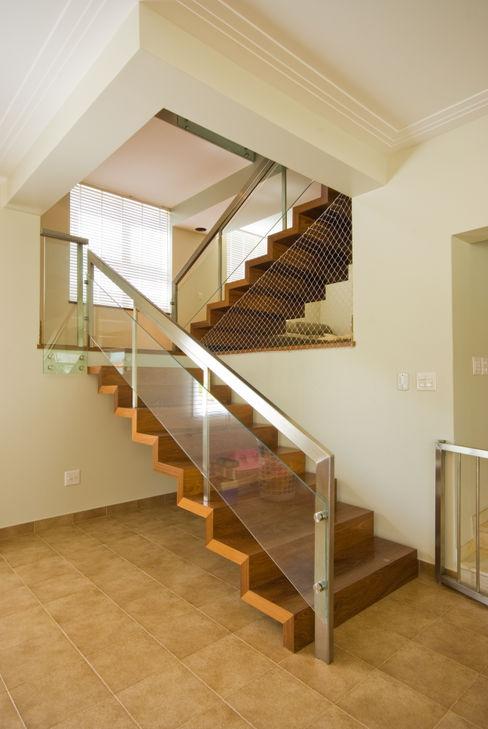 Lozí - Projeto e Obra Pasillos, vestíbulos y escaleras clásicas