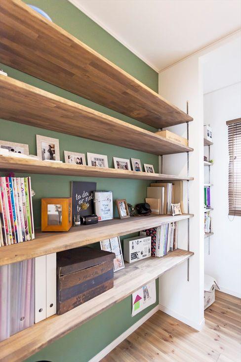 造作本棚 - こだわりが詰まった完全二世帯住宅の家 ジャストの家 北欧デザインの 書斎 緑