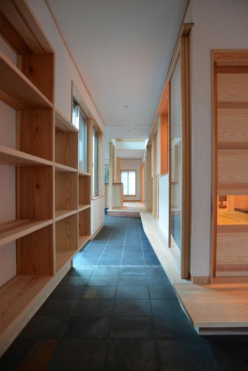 エントランス 本瀬齋田建築設計事務所 和風の 玄関&廊下&階段 木 木目調