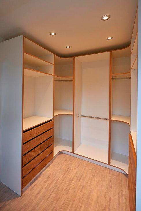 Kleiderschrank begehbar ARTfischer Die Möbelmanufaktur. Moderne Ankleidezimmer Holz