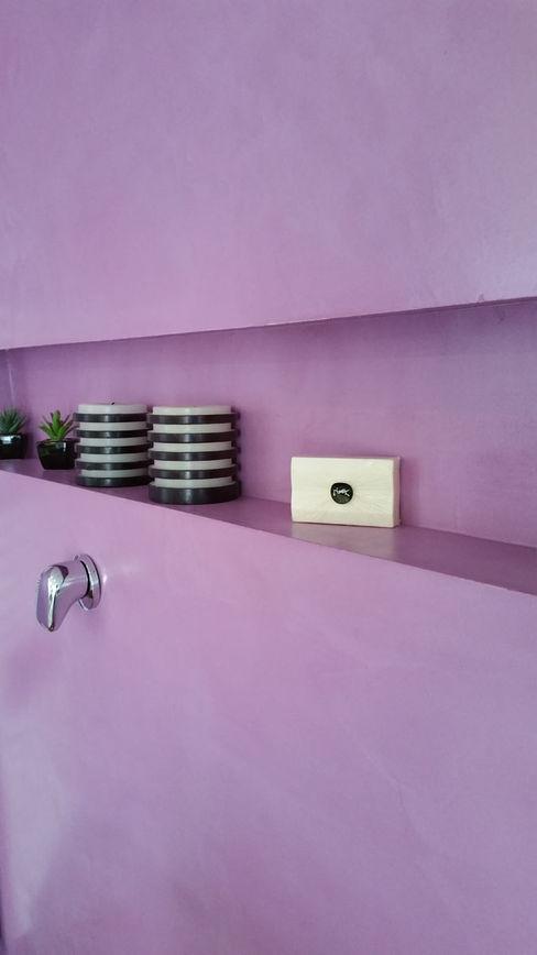 Rivestimento pareti bagno in resina colorata senza fughe Pavimento Moderno Bagno moderno Viola/Ciclamino