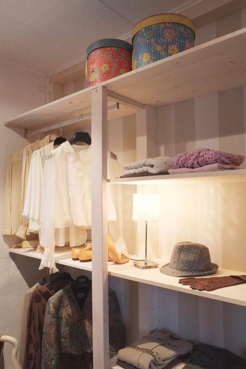 Contesini Studio & Bottega Scandinavian style dressing room Solid Wood Wood effect