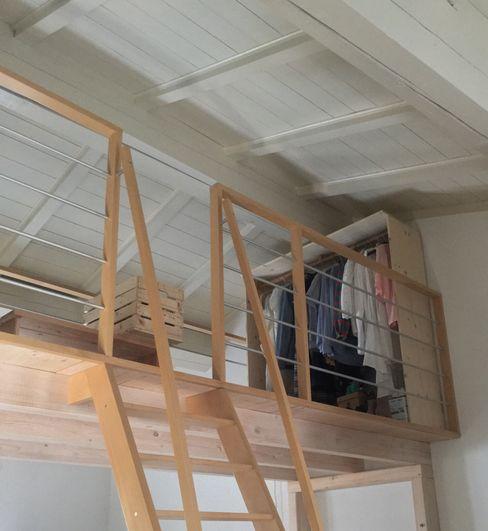 Ristrutturazione loft Contesini Studio & Bottega Spogliatoio in stile scandinavo Legno massello Effetto legno