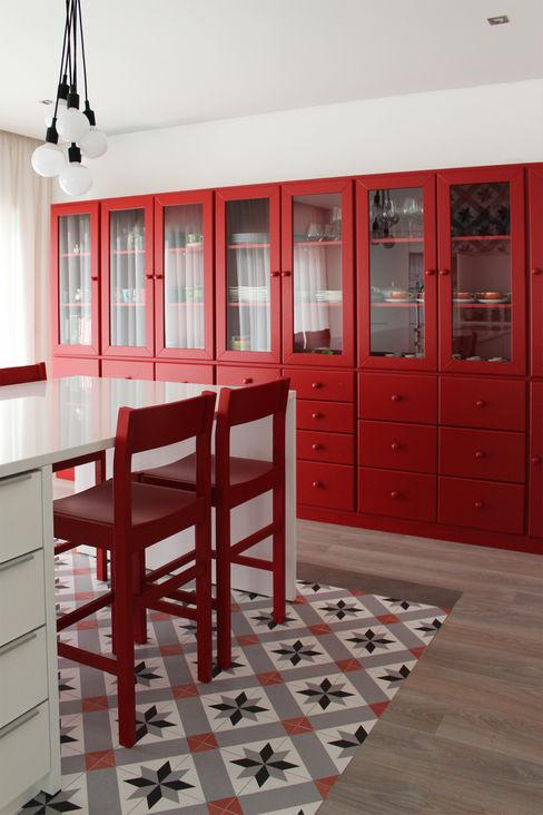 homify Cocinas de estilo industrial Cerámico Rojo