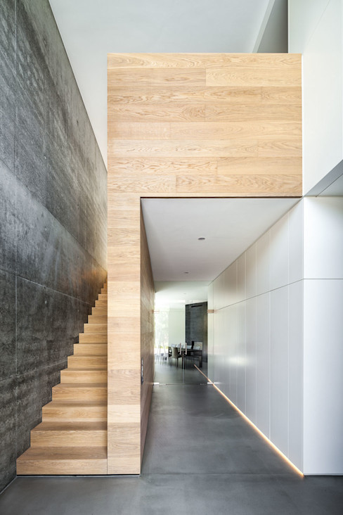 ZHAC / Zweering Helmus Architektur+Consulting Modern Corridor, Hallway and Staircase Reinforced concrete Multicolored