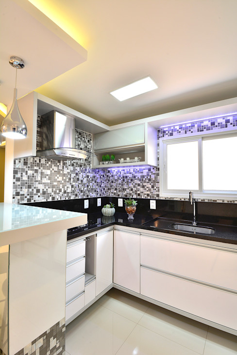 Graça Brenner Arquitetura e Interiores Modern kitchen Metal Metallic/Silver