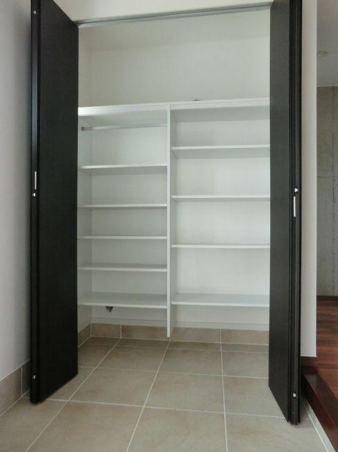シュークローク (株)スペースデザイン設計(一級建築士事務所) モダンスタイルの 玄関&廊下&階段