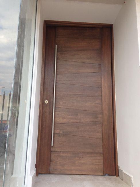 PUERTA DE ENTRADA PRINCIPAL Alejandra Zavala P. Puertas y ventanas modernas