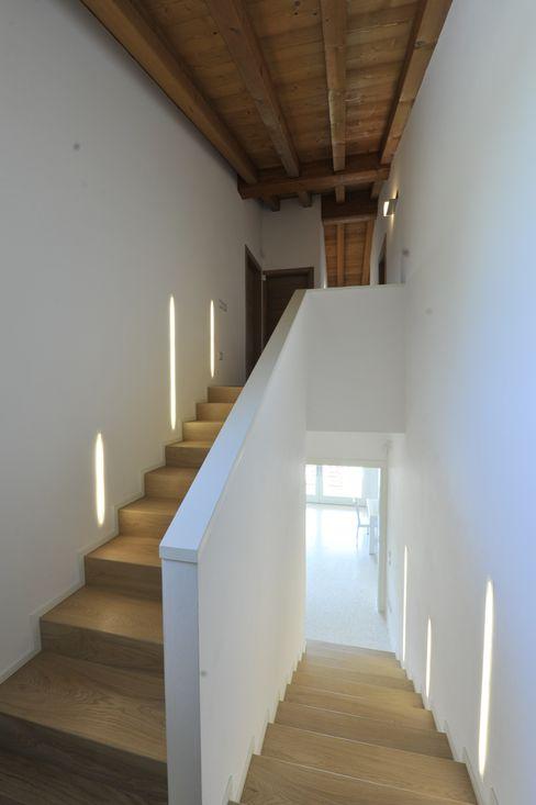 Architetti Baggio Pasillos, vestíbulos y escaleras de estilo clásico