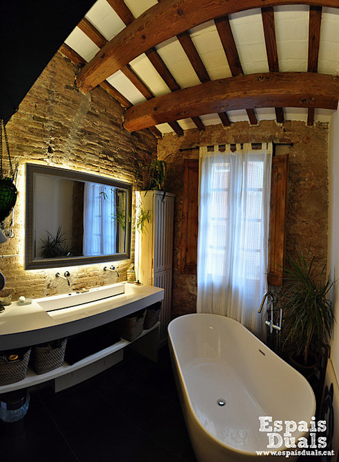 Espais Duals Ванная комната в рустикальном стиле