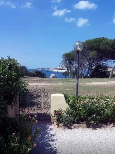 Mediterranean Villa in Sardinia Tania Mariani Architecture & Interiors Balcone, Veranda & Terrazza in stile mediterraneo Legno Verde