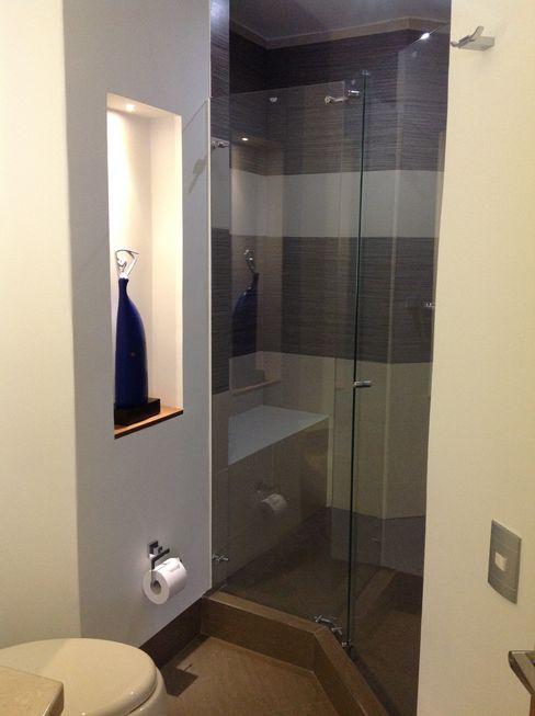 Baño ea interiorismo Baños modernos Cerámico Gris