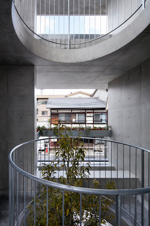 株式会社 藤本高志建築設計事務所 庭院 水泥 Grey