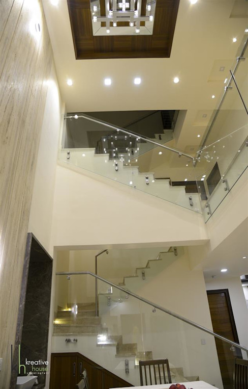 Stair Case KREATIVE HOUSE Eclectic style corridor, hallway & stairs Glass White