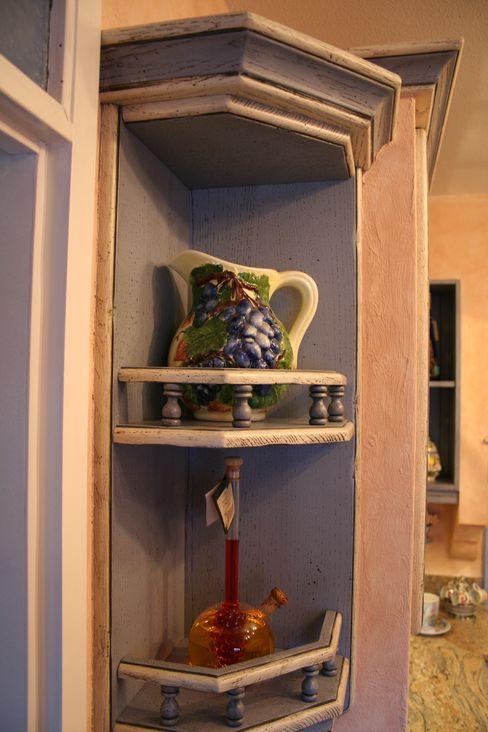 Eckregal Eiche passend zum Modell Nizza Blau Weiss lackiert mit Baluster Villa Medici - Landhauskuechen aus Aschheim Rustikale Küchen Massivholz Blau