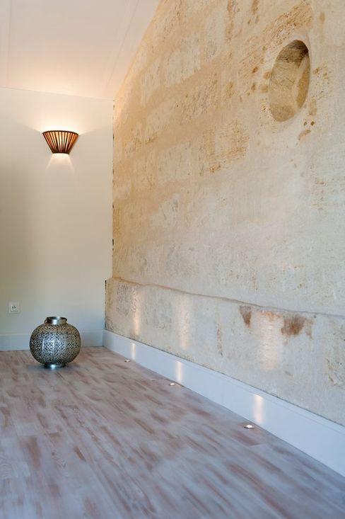Réhabilitation d'une bâtisse ancienne Agence boÔbo Chambre rustique