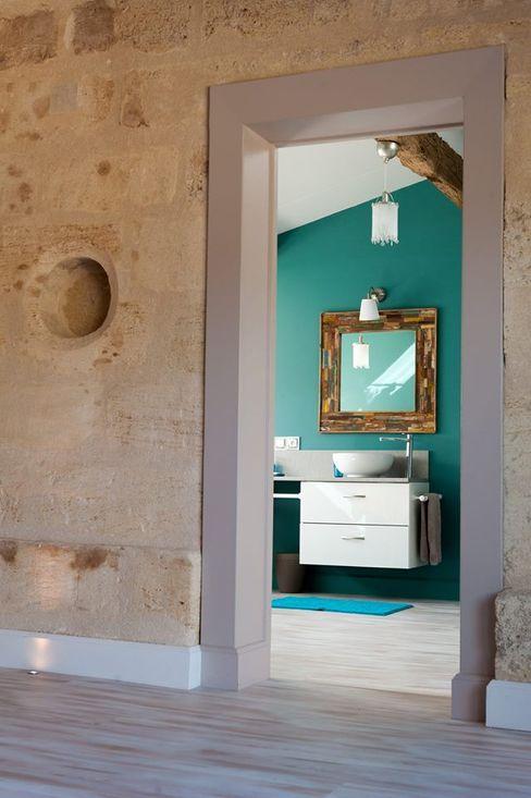 Réhabilitation d'une bâtisse ancienne Agence boÔbo Salle de bain rustique