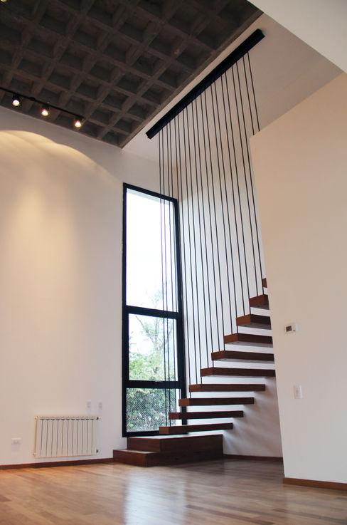 Estudio .m 現代風玄關、走廊與階梯