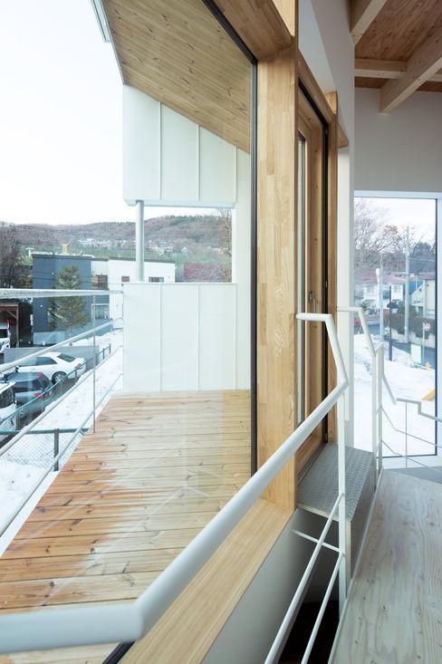 バルコニー 一級建築士事務所 Atelier Casa ミニマルデザインの テラス 木