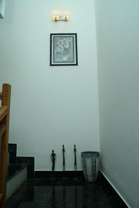 Ansari Architects Pasillos, vestíbulos y escaleras de estilo moderno
