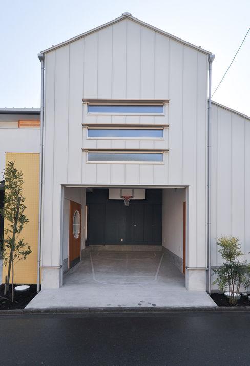 (株)独楽蔵 KOMAGURA Modern garage/shed