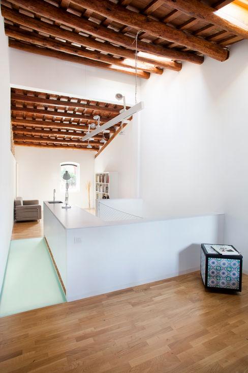 Viladecavalls House CABRÉ I DÍAZ ARQUITECTES Minimalistische Arbeitszimmer