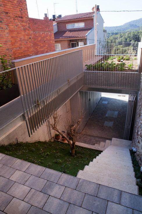 Viladecavalls House CABRÉ I DÍAZ ARQUITECTES Minimalist Bahçe