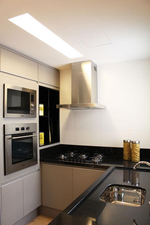 homify Kitchen Granite Black
