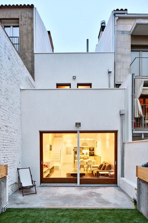 59RUT New house between dividing walls in the centre of Terrassa Vallribera Arquitectes 房子