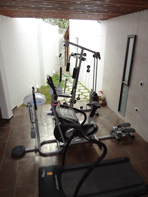 John Robles Arquitectos Rustic style gym
