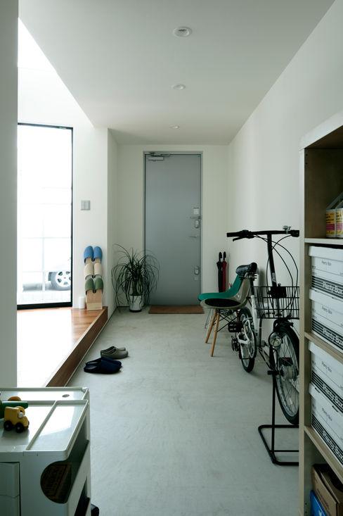 AtelierorB industrial style corridor, hallway & stairs. Grey