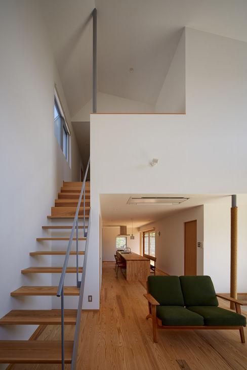 toki Architect design office Modern corridor, hallway & stairs Wood White
