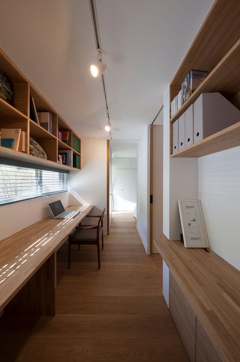築紡|根來宏典 Ruang Studi/Kantor Modern Kayu Wood effect