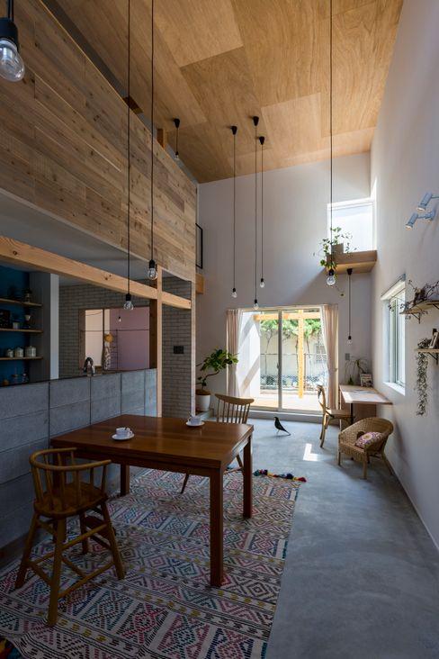 ALTS DESIGN OFFICE Ruang Makan Gaya Rustic Kayu Wood effect