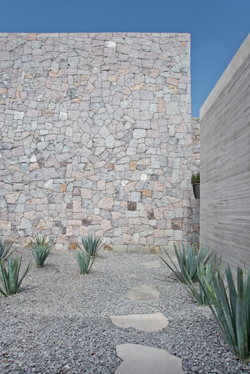 Estudio Manuel Peredo Paredes y pisos modernos Piedra